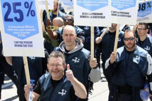 The march to Sparks Street / La marche de la rue Sparks Photo: Patrick Woodbury